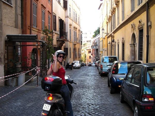 Conducir una scooter por Roma