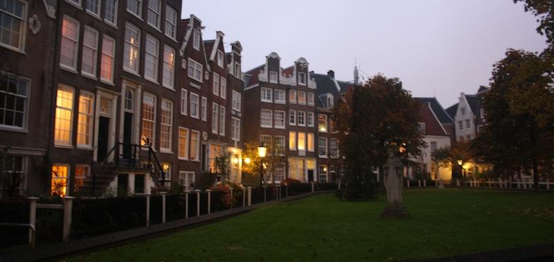 Begijnhof Amsterdam atardecer