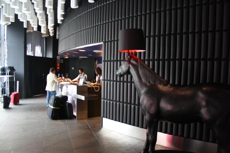 recepcion caballo raval hotel