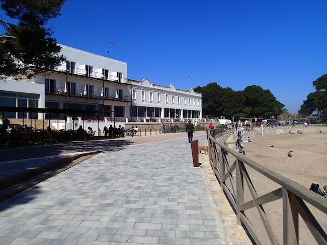 hostal empuries frente cala portitxol empuries