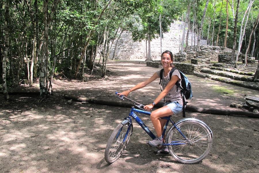 bici por ruinas coba