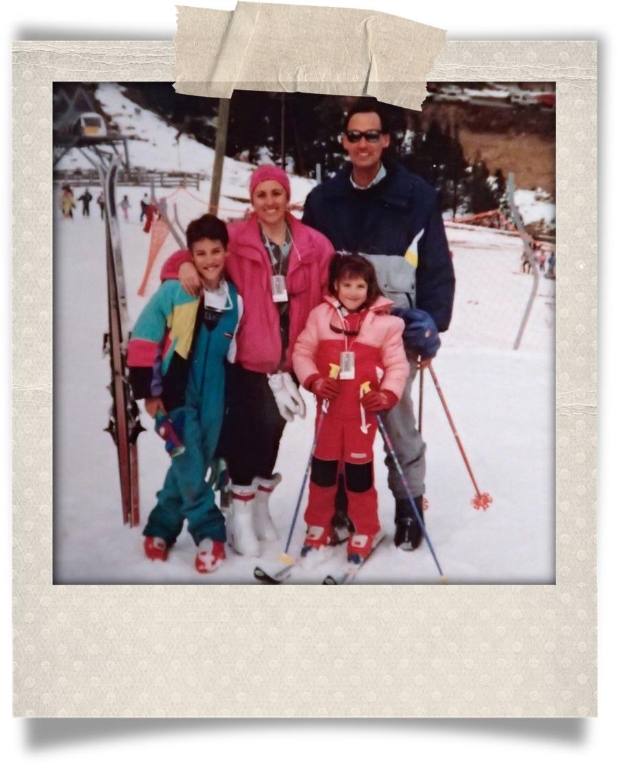 Con mis padres y mi hermano. ¡Buenos recuerdos en la nieve!